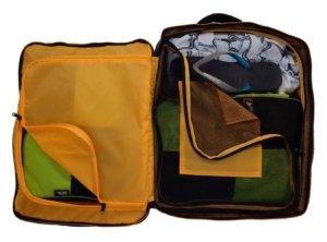 handgepaeck-rucksack-offen