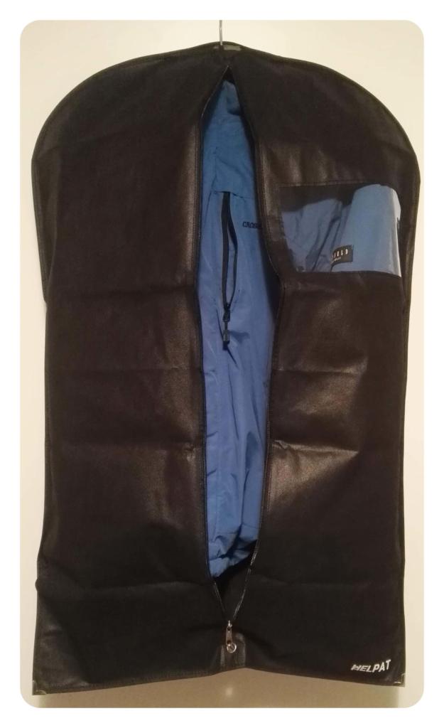 blaue-jacke-im-kleidersack