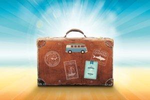 koffer-auf-dem-strand