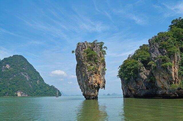 felsen-vor-der-kueste-thailands