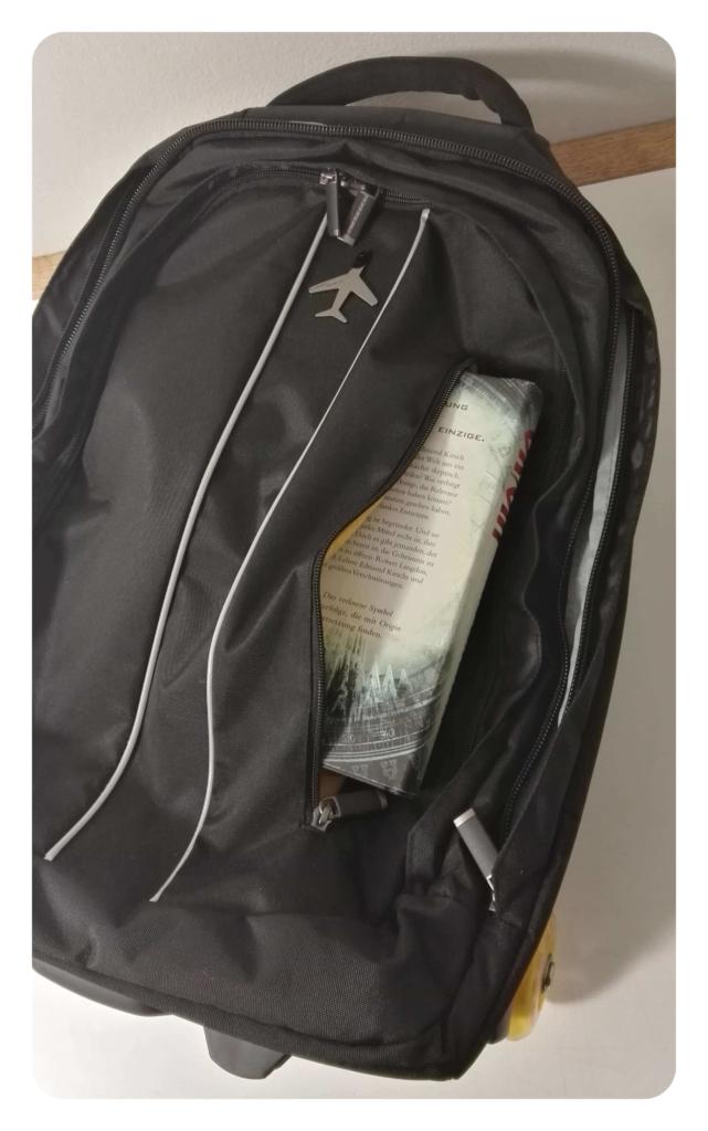 buch-mit-rucksack